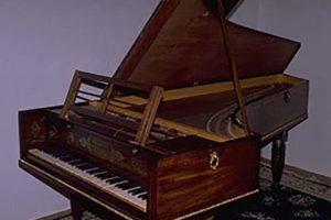 piano restorations in chicago, professional piano restorations, restoring old pianos